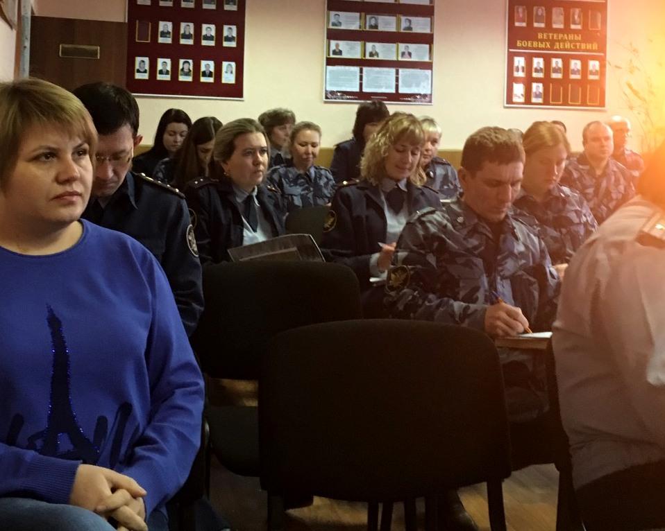 слушатели лекции в ИК-18