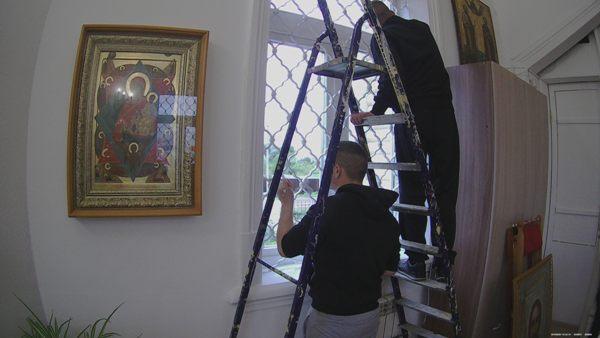 По словам священнослужителей, ребята с большим желанием выполнили покраску окон и выразили желание оказывать помощь и в дальнейшем